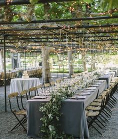 From the hanging lights to the table runner... Simply loving this patio/garden reception perfect for a brunch. #repost @oakandtheowl #theweddinginspirations #decor #wedding #boda #casamento by the_wedding_inspirations