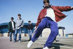 Nine Beautiful, Candid Shots Of Oasis, White Stripes, Manics And More From London's Bigger Than God Exhibition Banda Oasis, Oasis Music, Oasis Lyrics, Liam And Noel, Oasis Band, The Verve, Music Photographer, Celebrity Photographers, Liam Gallagher