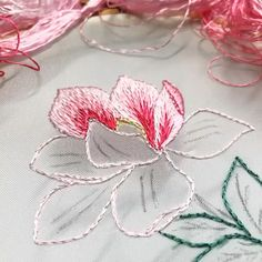 Embroidery tutorials Hand Embroidery Patterns Flowers, Basic Embroidery Stitches, Hand Embroidery Videos, Embroidery Stitches Tutorial, Embroidery Flowers Pattern, Creative Embroidery, Learn Embroidery, Silk Ribbon Embroidery, Embroidery Hoop Art