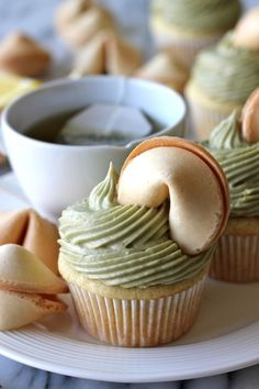 I love cupcakes and adore matcha tea! Green Tea Cupcakes with Matcha Cream Cheese Frosting Cupcake Recipes, Baking Recipes, Cupcake Cakes, Dessert Recipes, Dessert Food, Frosting Recipes, Just Desserts, Delicious Desserts, Yummy Food