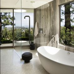 Contemporary Beverly Hills Home Boasting Circular Motifs Read more: http://freshome.com/contemporary-beverly-hills-home-boasting-circular-motifs #freshome #architecture #homedesign #interiordesign #beverlyhills #contemporary #bathroom #glasswalls #stylish #inspiration #instadaily