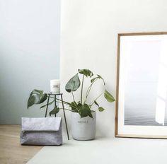Stijlvolle en stoere betonnen (bloem)pot van het Deense merk Meraki. Staat prachtig in de woonkamer of in de badkamer. Shop de Meraki collectie online bij No...