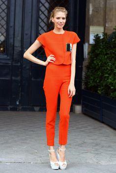 Street style. Оранжевый цвет.