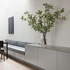 Clean & minimal breakfast nook with built-in bench; Use as shelf and seating area instead of railings xxx Clean & minimal breakfast nook with built-in bench; Use as shelf and seating area instead of railings Küchen Design, Home Design, Modern Design, Design Ideas, Kitchen Benches, Kitchen Seating, Kitchen Banquette, Kitchen Nook, Kitchen Ideas