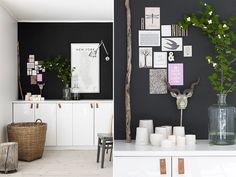 Svart vegg og skjenk av kjøkkenskap. IKEA hack
