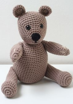 Free Crochet Teddy Bear Pattern - Lucy Kate Crochet The Very Best Free Crochet Teddy Bear Pattern. Find the full pattern, detailed instructions and gorgeous photos here. Make your own brilliant crochet bear! Teddy Bear Patterns Free, Crochet Teddy Bear Pattern, Crochet Amigurumi Free Patterns, Crochet Dolls, Crocheted Toys, Hat Patterns, Flower Patterns, Pikachu Crochet, Crochet Snowflake Pattern