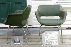 International Finsk design. 2 stoler *KILTA* Olli Mannema.. Stilige i skai og stoff.. sjø-mørkegrønne... .