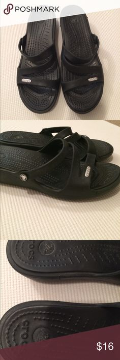 """$13 crocs sandals like new Worn once! Like new condition.✔The price in the beginning of the title of my listings is the bundle price. These prices are valid through the """"make an offer"""" feature after you create a bundle. These bundle orders must be over $15. Ask me about more details if interested.  ❌No trades ❌No holds CROCS Shoes Sandals"""
