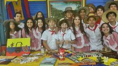 Mi hijo Oscar Iván Aristizabal Colmán con los compañeros del colegia representando a Colombia por el día del Folklor.
