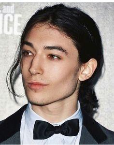 Sorry not sorry, I'm still obsess with long hair dudes. Ph : Ezra Miller <3