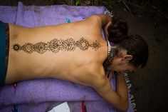 Floral Chakra Tattoo I need to start practicing Kundalini Yoga. Spine Tattoos, Body Art Tattoos, Tatoos, Chakra Tattoo, 7 Chakras, Piercing Tattoo, Piercings, Yantra Tattoo, Cool Tats