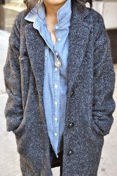 Das geht immer im Herbst! Ein lässiges Jeanshemd kombiniert mit einem flauschigen Mantel <3 stylefruits Inspiration <3