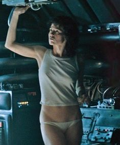 These are the hottest women in science fiction. Whether it be science fiction TV shows, or science fiction movies, these female characters are the hottest of the hot. Alien 1979, Science Fiction Tv Shows, Fiction Movies, Photo Star, Cinema Tv, Pet Sematary, Aliens Movie, Actrices Hollywood, Sci Fi Movies