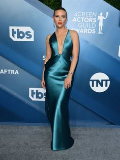 Scarlett Johansson Here's What Everyone Wore To The SAG Awards Red Carpet Scarlett Johansson, Fashion 2020, Star Fashion, London Fashion, Indian Fashion, Womens Fashion, Jennifer Lopez Jeans, Jennifer Aniston, Rachel Brosnahan