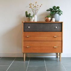 Sideboards Mid Century Oak Kommode The 5 Worst Remodeling Mistakes You Can Make Just about everybody Mcm Furniture, Classic Furniture, Mid Century Modern Furniture, Upcycled Furniture, Furniture Makeover, Vintage Furniture, Painted Furniture, Furniture Design, Bedroom Furniture