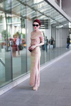 Luff her cheongsam and how she put together the whole look. The hair, the shades, the lipstick, the heels!