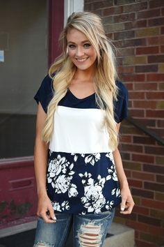 Navy Floral Top – The Pulse Boutique