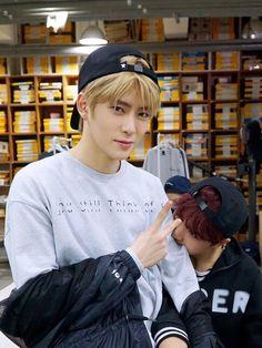 NCT // Jaehyun with Haechan biting his arm 💕 Jaehyun Nct, Nct 127, Winwin, Super Junior, Taeyong, Kim Dong Young, Johnny Seo, Yuta, Jung Yunho
