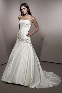 Herz-Ausschnitt elfenbein Brautkleid mit Kristall Details