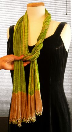 Scarf Styling for Long Oblong Scarves ~ Two Ways Lady Violette Likes to Wear an Oblong Scarf ~ Simply Looped and Draped & in a Dramatic Double Side Wrap Style for a Long Scarf Braided Scarf, Scarf Knots, Diy Scarf, Scarf Wrap, Ways To Tie Scarves, Ways To Wear A Scarf, How To Wear Scarves, Silk Scarves, Scarf Wearing Styles