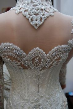 Just incredible.....turning the bodice into a sculpted work of art