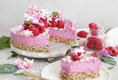 This cheesecake has a nutty base with a 'pretty in pink' raspberry filling, topped with fresh raspberries and grated dairy-free chocolate! Raw Vegan Cheesecake, Vegan Cake, Cheesecake Recipes, Raspberry Cake, Raspberry Cheesecake, Raspberry Filling, Honey Recipes, Raw Vegan Recipes, Vegan Food