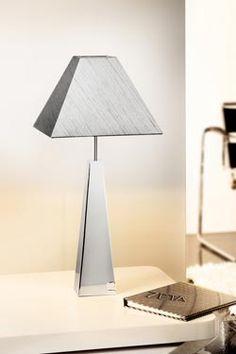 Lampe pyramide chromée et abat-jour gris strié. Holtkötter.