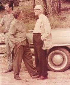 Roberto Burle Marx with Le Corbusier during a luncheon in the architect's honor at the home of Burle Marx, Le Corbusier, Architecture Program, Modern Architecture, Tropical Garden Design, Jewish Museum, Nature Artists, Famous Architects, Built Environment, Portraits