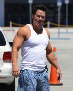 Pain & Gain Blue Stonewash Baggy Muscle Pant Worn by Mark Wahlberg Mark Wahlberg Muscle, Actor Mark Wahlberg, Wahlberg Brothers, Muscle Body, Muscle Pain, Martial Arts Clothing, Muscular Men, Celebs, Celebrities
