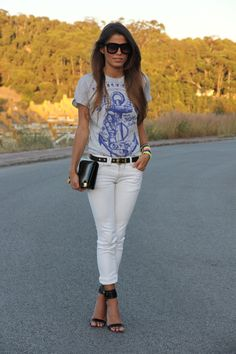 I am totally loving anchors right now and this T is adorable! T-shirt - Primark Man, Jeans - Pull and Bear, Sandals - Mango, Belt - Blanco, bracelets - Lowlita, Clutch - Vintage