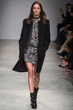 Isabel Marant Fall 2013 Ready-to-Wear Fashion Show - Karmen Pedaru (IMG)