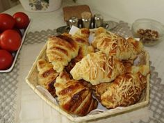 Raňajkové croissanty • recept • bonvivani.sk Ale, French Toast, Breakfast, Basket, Morning Coffee, Ale Beer, Ales, Beer