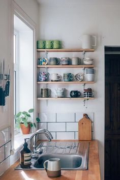 Small apartment kitchen decor - Hey, It Doesn't Hurt to Ask! RealLife Rental Renovations That Landlords Actually Helped Pay For – Small apartment kitchen decor Decor, Rental Kitchen Makeover, Cheap Home Decor, Kitchen Decor Apartment, Kitchen Decor, Interior, Rental Kitchen, Home Decor, Small Apartment Kitchen Decor