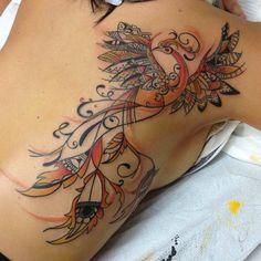 Tatuagem de Fênix Feminina - Newschool nas Costas