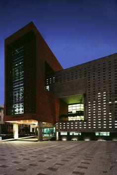 Edificio de la Organización Disciplinaria de Ingeniería de la Construcción,© Parham Taghioff