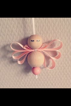 Christmas prepping vol. 3 Wooden Bead Angel: no instructions, but looks like it would be easy enough by looking at … Christmas Ornaments To Make, Homemade Christmas, Christmas Angels, Christmas Holidays, Angel Crafts, Christmas Projects, Holiday Crafts, Beaded Angels, Theme Noel