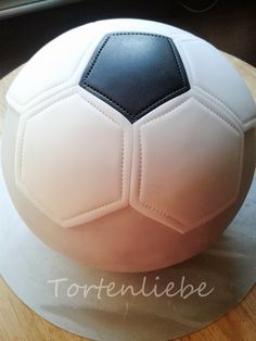 Soccer cake The football is coming up and we are going to . Cake Football, Soccer Cake, Soccer Birthday Cakes, Birthday Cake Toppers, Pear And Almond Cake, Almond Cakes, Cupcakes Decorados, Sport Cakes, Zucchini Cake