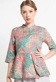 atasan bstik Batik Fashion, Girl Fashion, Fashion Design, Dress Sewing Patterns, Clothing Patterns, Blouse Batik Modern, Party Dress Outfits, Blouse Models, Batik Dress