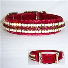 Very rich looking dog collar.
