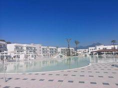 Lokalaugenschein Aldiana Club Calabria - The Chill Report Pool Bar, All Inclusive Urlaub, Spa, Marina Bay Sands, Strand, Building, Italy, Family Activity Holidays
