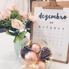 #Repost Fotinha linda postada lá no @lisboashome com nosso calendário querido.  Melhor mês, diz aí!  Vamos que vamos...  P.S.: Sim, divulgaremos o calendário 2018 em breve.  Uhuuul!    #DivirtaSeDecorando #calendario2017 #calendar #2017calendar #calendario #adesivosdeparede #adesivosdecorativos #apartamento #cantinho #inspiracao #diy #facavocemesmo #printable #paraimprimir #carinho #gratidão #ideiascriativas #decor #decoracao #designdeinteriores #arquitetura #papelaria #instadecor #lar…