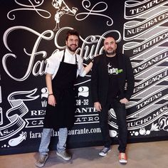 Daniel en la cocina y Aurelio en la sala. ¡Menudo reparto! Aplausos y bises garantizados en Farándula.  #irdepropiofarandula •Vía Universitas, 30•