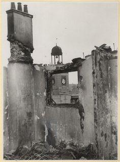 """Spain - 1936. - GC - Tras los bombardeos 1936 en Madrid, creo que quedó """"viva"""" solo 1 de las esferas del reloj"""