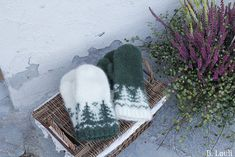 Ravelry: TaigaVotter pattern by StrikkeBea Knitting Patterns, Crochet Hats, Slippers, Wool, Projects, Project Ideas, Diy, Design, Creative