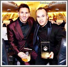 Leo & Iniesta retornando de Zurich com seus prêmios : Hoje trago mais duas fotos da festa de gala da Fifa, e tá longe de acabar rs, ainda tenho muita coisa pra postar rs.  Bjs   yolepink