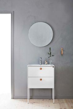 | Badrumsinspiration | Badrumsmöbler i serien Lessmore från Ballingslöv. Här i färgen vit.