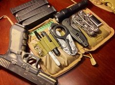 Survival camping tips Survival Prepping, Survival Skills, Krav Maga, What Is Edc, Urban Edc, Man Gear, Everyday Carry Gear, Bug Out Bag, Cool Gear