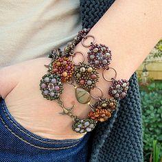 La Bella Joya -I like the mandalas linked by rings