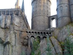 WB is opening up the Harry Potter set to the public for tours. Sooooo jealous. Need to visit London.