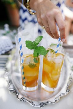 Striped straws make sweet tea look extra festive #summer #entertaining